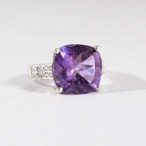 Jewelry - Sterling Silver Diamond Chips & Amethyst Ring 7.25